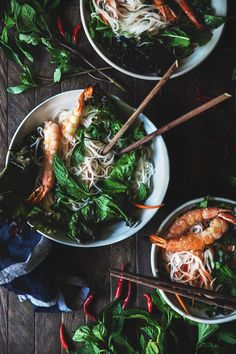Grilled shrimp and noodle salad. Healthy Salad Recipes, Lunch Recipes, Dinner Recipes, Ramen, Grilled Prawns, Vietnamese Cuisine, Asian Recipes, Ethnic Recipes, Noodle Salad