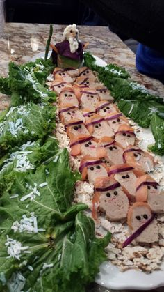 Passover Moses Parting the Red Sea with Gefilte fish slaves Passover Wishes, Passover Feast, Passover Food, Passover Recipes, Jewish Recipes, Feasts Of The Lord, High Holidays, Israeli Food, Rosh Hashanah
