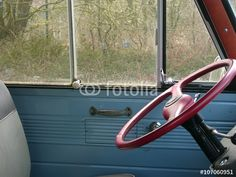 Interieur mit rotem Lenkrad eines Ford Transit Kleintransporters der Fünfziger und Sechziger Jahre in Asemissen
