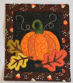 Pattern Autumn Night October Monthly Mini Quilt by QuiltVine Halloween Quilts, Halloween Crafts, Halloween Quilt Patterns, Halloween Sewing, Manualidades Halloween, Adornos Halloween, Hanging Quilts, Quilted Wall Hangings, Applique Wall Hanging