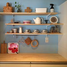 北欧スタイルの部屋にほっこり似合う、ポットやケトルたち | RoomClip mag | 暮らしとインテリアのwebマガジン Kitchen Decor, House Design, Diy Interior, Decor, Floating Shelves Diy, Interior, Kitchen Storage Boxes, Kitchen Remodel, Home Decor
