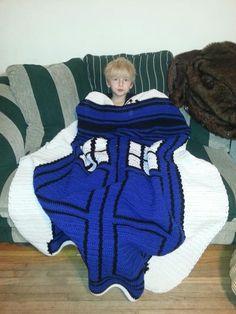 Fantastic Doctor Who themed crochet TARDIS blanket