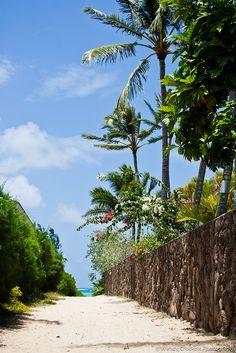 public path to Lanikai beach