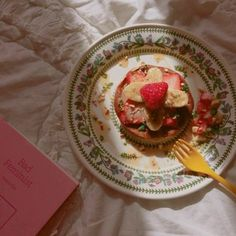 Image about love in 食べ物 by k d on We Heart It Cute Food, Good Food, Yummy Food, Food N, Food And Drink, Macaron, Dessert Recipes, Desserts, Aesthetic Food