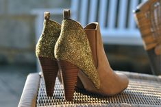 LOVE these DIY glitter boots. The tan and gold combo is so unexpected yet sophisticated!