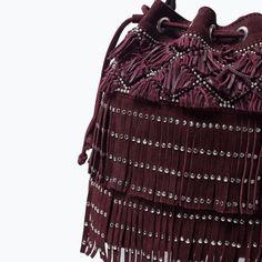 ZARA - FEMME - Sac coulissé en cuir à franges et clous