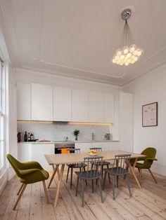 Refurbished Georgian townhouse flat in Islington by Architecture for London in interior design Category. Love the pale wood floorboards and contemporary chandelier. Interior Flat, Home Interior, Interior Design Kitchen, Modern Townhouse Interior, Contemporary Interior, Luxury Interior, Interior Architecture, Home Design, Flat Design