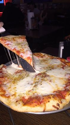 Buffalo - Food and Drink Comida Pizza, Pizza Food, Pizza Art, Food Porn, Snap Food, Tumblr Food, Food Snapchat, Food Goals, Recipes From Heaven