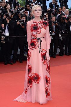 Pin for Later: Every Single Look From the Cannes Film Festival You Just Can't Miss Kirsten Dunst wore a floral-embellished Gucci gown and Chopard jewelry to the Café Society premiere. Kirsten Dunst, Festival Dress, Festival Fashion, Festival 2016, Cannes Film Festival, Gucci Gown, Festival Looks, Festival Style, Glamour