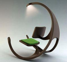 Poltrona a dondolo in legno con lampada oggetti design