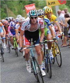 2010 rit 12 > Jurgen Van den Broeck leidt het peloton over de laatste klim [foto Graham Watson/velonews.competotor.com]