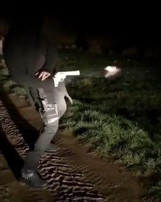 Ninja Weapons, Weapons Guns, Guns And Ammo, Army Video, Military Videos, Armas Ninja, Banana Art, Homemade Weapons, Combat Knives