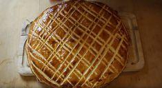 La recette facile de la traditionnelle galette des rois à la frangipaneNotez cette recette La galette des Rois est un dessert typique du début de l'année qui intervient au moment de l'Épiphanie. C'est donc tout naturellement que nous vous proposons aujourd'hui de réaliser une délicieuse galette à la frangipane à base de poudre d'amandes. Découvrez … More