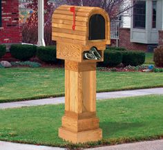 Cedar Mailbox Wood Project Pattern This attractive all cedar design is a postal mailbox and a newspaper tube all in one! #diy #woodcraftpatterns