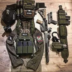 Ar 15. Bipod, foregrip, eotec, pmagssss.