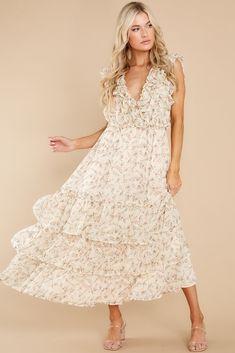 Pretty off white floral dress (affiliate) #weddings #bridal #bridesmaiddress #budgetwedding #affordabledress #bridalshowerdress Shop Red Dress, Red Midi Dress, Floral Print Maxi Dress, Unique Dresses, Casual Dresses, Fashion Dresses, Maxi Dresses, Short Sleeve Dresses, Herringbone Fireplace