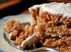 Gulerodskage Her er en meget lækker gulerodskage med valnødder.blød mascarpone-Philadelphia glasur der meget fint komplimentere kagens konsistens og smag.