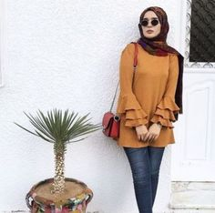 Striped pants and ruffle blouses hijab outfits – Just Trendy Girls Hijab Fashion Summer, Muslim Fashion, Modest Fashion, Hijab Outfit, Mode Outfits, Fashion Outfits, Hijab Fashionista, Outfit Look, Modest Wear