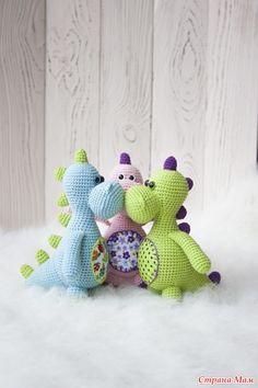 Amigurumi T-Rex Free Pattern 1 - Salvabrani Crochet Animal Patterns, Stuffed Animal Patterns, Amigurumi Patterns, Amigurumi Doll, Doll Patterns, Crochet Gifts, Cute Crochet, Crochet For Kids, Crochet Dolls