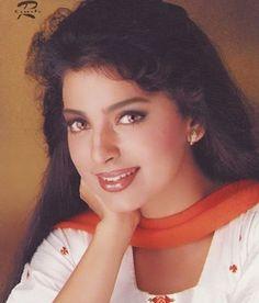 Juhi Chawla Beautiful Bollywood Actress, Most Beautiful Indian Actress, Beautiful Actresses, Most Beautiful Women, Old Actress, Actress Photos, Hot Actresses, Indian Actresses, Beautiful Heroine