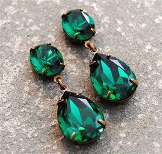 cdd5d5cc6325 Pendientes verde esmeralda cristal Swarovski pendientes de Esmeralda  Rhinestone poste cuelgan o Clip sobre pendientes Fiesta Petite Mashugana