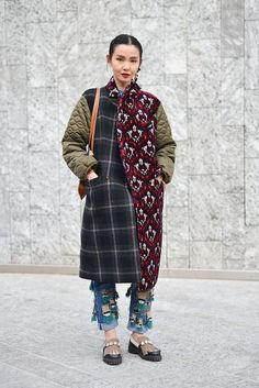 Street Style from Mens Fashion Week Fall 2016 - Loving this statement coat with . - Street Style from Mens Fashion Week Fall 2016 – Loving this statement coat with multiple prints a - Mens Fashion Week, Look Fashion, Winter Fashion, Womens Fashion, Fashion Design, Fashion Trends, Fashion Hats, Fashion Humor, Fashion Basics