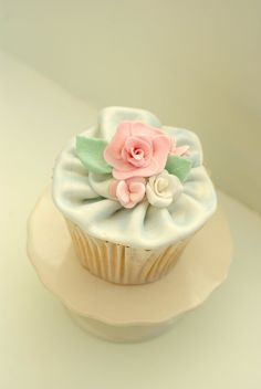 Garden Party Shabby Chic Cupcake Couture by Cakeology (recipe on site)