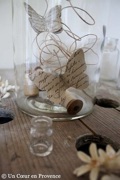great idea for recycling old letters or books ;-) - butterfly made with old paper in a jar Book Crafts, Paper Crafts, Diy Crafts, Paper Butterflies, Butterfly, Cloche Decor, The Bell Jar, Old Paper, Book Pages