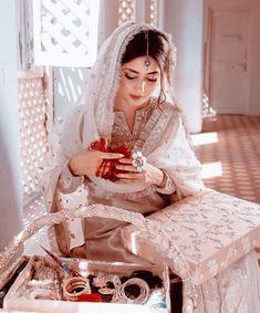 Pakistani Actress, Crazy Girls, Cute Girls, Beautiful Girl Image, Most Beautiful, Sajal Ali Wedding, Stylish Dpz, Bride Portrait, Girl Attitude