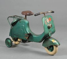 toy Vespa. Would love to have one for my daughter.