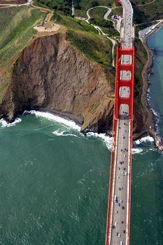 : Golden gate Bridge, San Francisco A nice view from sky. One of my many dreams come true.to cross the Golden Gate, in San Francisco. Ponte Golden Gate, Golden Gate Bridge, Places To Travel, Places To See, Travel Destinations, Travel Stuff, Wonderful Places, Beautiful Places, Lovely Things