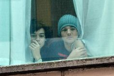 Im bored theres no updates and I just found some cute pics. I think the last one is an edit but its still cute. One Direction Fotos, One Direction Humor, One Direction Pictures, I Love One Direction, Direction Quotes, Larry Stylinson, Foto One, Larry Shippers, Louis Tomilson