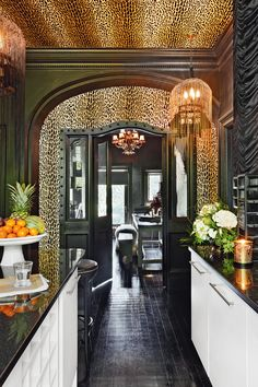 Wallpaper ceiling - Take a tour inside this glamorous and dramatic manor house apartment in Berkshire – Wallpaper ceiling Kitchen Wallpaper Inspiration, Home Decor Inspiration, Decor Ideas, Room Ideas, Bathroom Wallpaper, Of Wallpaper, Wallpaper Ceiling Ideas, Leopard Print Wallpaper, Dark Interiors