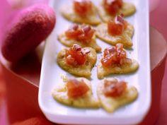Leichtes Parmesan-Herzkekse mit Tomatensalsa Rezept | EAT SMARTER