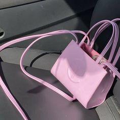 Luxury Purses, Luxury Bags, Small Handbags, Purses And Handbags, Look Fashion, Fashion Bags, Fashion Killa, Yellow Shoulder Bags, Cute Purses
