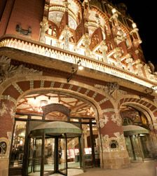 Palacio de la Musica Catalana, a great place to visit in Barcelona, such a dreamy city.