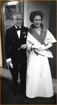 La duchesse de Windsor avec le duc. Elle patronna la candidature de Chanel à la présidence d'honneur de la Société Baudelaire. Dénonciatrice des menées du comité adverse, elle s'en ouvrit à son amie et biographe, Lady Diana Mosley.