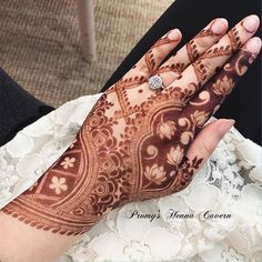 Henna is the most traditional part of weddings throughout India. Let us go through the best henna designs for your hands and feet! Dulhan Mehndi Designs, Mehndi Designs Finger, Rose Mehndi Designs, Khafif Mehndi Design, Modern Henna Designs, Henna Hand Designs, Latest Henna Designs, Mehndi Designs 2018, Mehndi Designs For Girls