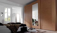 Armario en madera de 3 puertas correderas con espejo central Wardrobe Design, Oversized Mirror, Curtains, Furniture, Home Decor, Perfect Wardrobe, Houses, Mirrors, Closets
