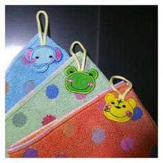ループタオル 紐付きタオル 幼稚園 入園グッズ 作り方 Kids Apron, 4 Kids, Diy And Crafts, Coin Purse, Towel, Sewing, How To Make, Handmade, Towels