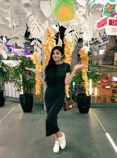 Bangkok diaries for mawra mawra fans Pakistani Models, Pakistani Fashion Casual, Pakistani Dresses Casual, Pakistani Dress Design, Pakistani Actress, Bollywood Actress, Western Dresses For Girl, Western Outfits, Chic Outfits