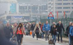 Matkustajia evakuoidaan terminaalista Zaventemin lentokentällä