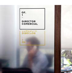 긍정과 젊은 에너지를 통통 느끼는 곳_사무실 인테리어 : 네이버 블로그 Office Signage, Retail Signage, Event Signage, Office Branding, Environmental Graphics, Environmental Design, Hospital Signage, Wayfinding Signs, Building Signs