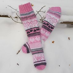 Sinikan Sydänsukat💖💕💕 Täynnä virheitä😲ois kiva kun virheet huomais neuloessa eikä vasta sitten kun sukat valmiit🤔perhana sentäs😂 Ilmainen… Crochet Socks, Knitting Socks, Knit Crochet, Sock Toys, Wool Socks, Fair Isle Knitting, Fingerless Gloves, Arm Warmers, Mittens