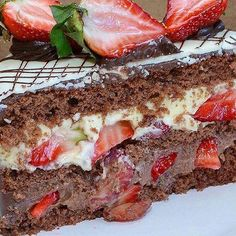 Sweet Desserts, Sweet Recipes, Dessert Recipes, Cheesecake Factory Copycat, Brazilian Dishes, Chocolate Strawberry Cake, Cake Bars, Confectionery, Food Porn
