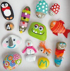 Steine bemalen macht Monster-Spaß! Ob tierische Gesellen oder lustige Gesichter, in jedem Stein finden sich witzige Gestalten. Mach sie bunt, gib ihnen Namen und los geht die kunterbunte Steinparade.
