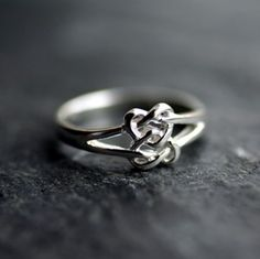 celtic lovers knot ring --wouldn't this be perfect for a promise ring?! so pretty!
