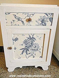 mesillas de noche chalk paint Funky Painted Furniture, Paint Furniture, Upcycled Furniture, Furniture Making, Furniture Makeover, Diy Decoupage Projects, Chalk Paint Fabric, Cabinet Inspiration, Wallpaper Furniture