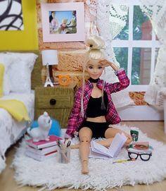 Barbie Dolls Diy, Barbie Fashionista Dolls, Barbie Model, Doll Clothes Barbie, Barbie Stuff, Barbie Diorama, Barbie Tumblr, Barbie Bedroom, Barbies Pics