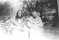 Sarah Ann and sister, Vicey Hatfield Mayhorn. Wives of Doc and brother Pliant Mayhorn Hatfield And Mccoy Feud, Hatfields And Mccoys, Old West Saloon, The Mccoys, Big Sandy, Family History Book, Sarah Ann, Family Feud, Family Roots